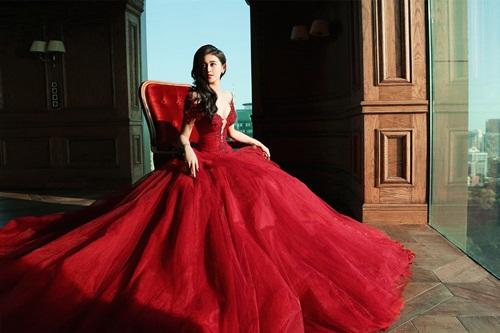 Á hậu Huyền My lấp ló ngực đầy với váy bồng quyến rũ - 1