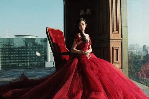Á hậu Huyền My lấp ló ngực đầy với váy bồng quyến rũ - 4