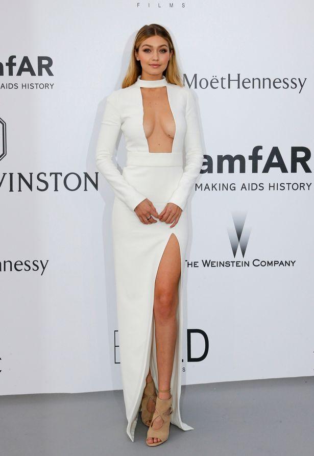 5 kiểu váy cắt xẻ được mỹ nhân khắp hành tinh mê mẩn - 2