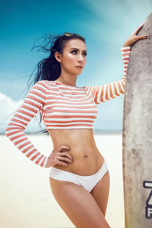 MC 3 con Huyền Ny khoe dáng chuẩn với bikini - 3