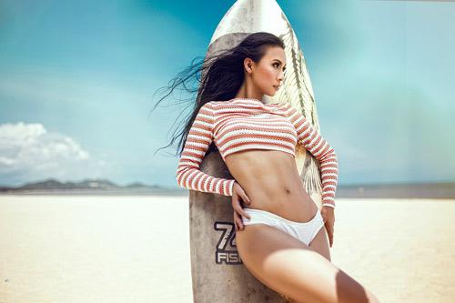 MC 3 con Huyền Ny khoe dáng chuẩn với bikini - 12