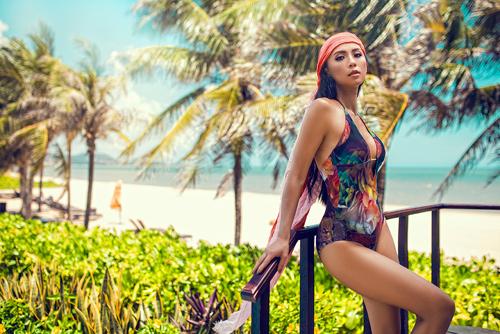 MC 3 con Huyền Ny khoe dáng chuẩn với bikini - 13