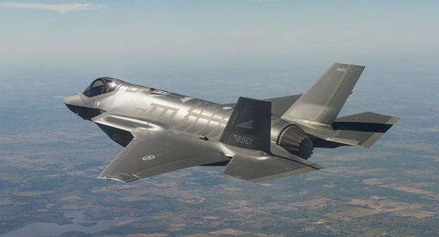 Máy bay chiến đấu F-35 ném thử siêu bom 4,5 tạ - 1