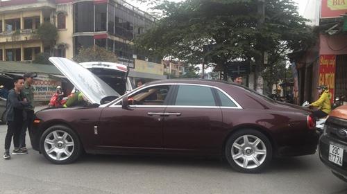 """Rolls-Royce biển tứ quý của đại gia Thái Bình """"lâm bệnh"""" tại Hà Nội - 3"""