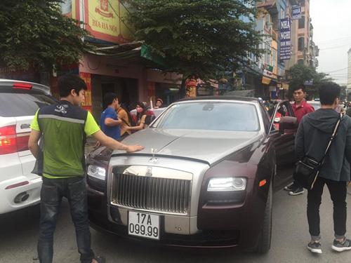 """Rolls-Royce biển tứ quý của đại gia Thái Bình """"lâm bệnh"""" tại Hà Nội - 4"""
