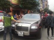"""Rolls-Royce biển tứ quý của đại gia Thái Bình """"lâm bệnh"""" tại Hà Nội"""