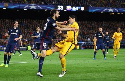 Thoát thẻ đỏ và lập cú đúp, Suarez xuất sắc nhất - 3