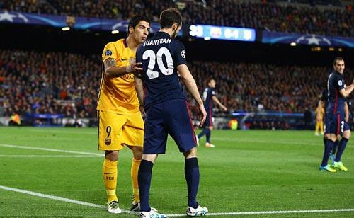 Thoát thẻ đỏ và lập cú đúp, Suarez xuất sắc nhất - 5