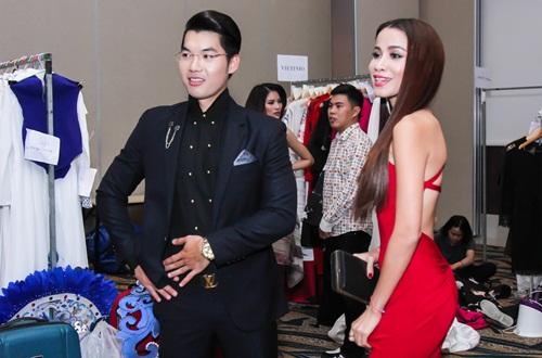 Diễn viên Kim Tuyến ăn vội trước khi diễn thời trang - 6