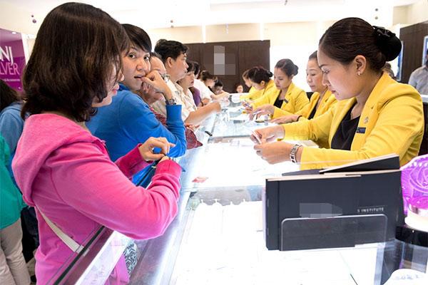 Giá vàng thế giới tăng, Việt Nam giảm - 1
