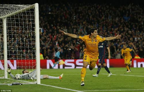 Thoát thẻ đỏ và lập cú đúp, Suarez xuất sắc nhất - 2