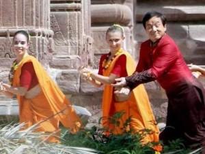 Thành Long nhí nhảnh nhảy múa cùng mỹ nhân Bollywood