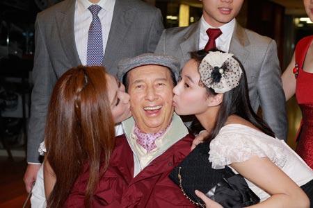 Cuộc sống của 17 người con nhà tỷ phú giàu nhất Macau - 2
