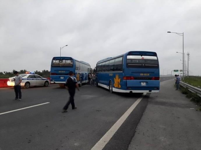"""Tạm giữ 2 xe khách """"ăn vạ"""" trên cao tốc Hà Nội–Hải Phòng - 2"""