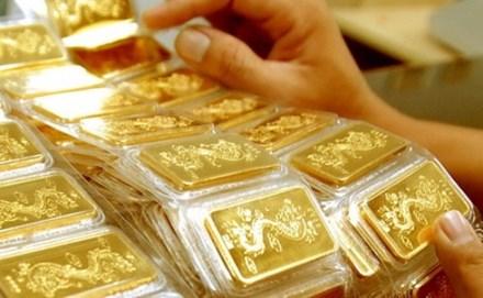 Vàng tiếp tục giảm, USD tăng mạnh giá bán ra - 1