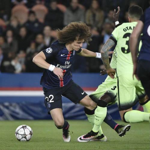 """""""Đóng kịch"""" xấu xí, David Luiz bị """"ném đá"""" dữ dội - 1"""