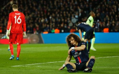 """""""Đóng kịch"""" xấu xí, David Luiz bị """"ném đá"""" dữ dội - 2"""
