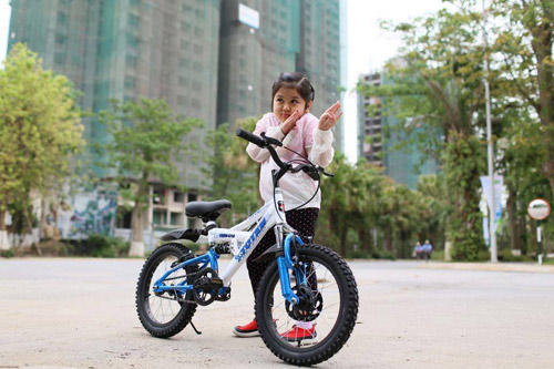 Dạy bé đạp xe: Bài học của con, hạnh phúc của cha mẹ - 1