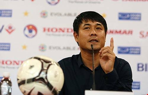 'Đừng ca ngợi cầu thủ Việt Nam như Messi, Ronaldo…' - 1