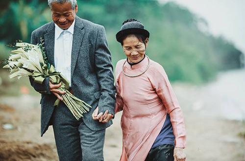 """Vợ chồng già nhặt rác: """"Có chết cũng bám lấy nhau"""" - 1"""