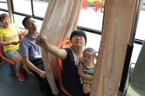 """Xe buýt có ghế dành riêng cho """"bà mẹ bỉm sữa"""" - 1"""
