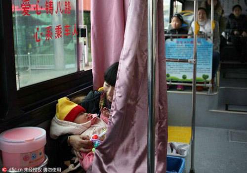 """Xe buýt có ghế dành riêng cho """"bà mẹ bỉm sữa"""" - 3"""