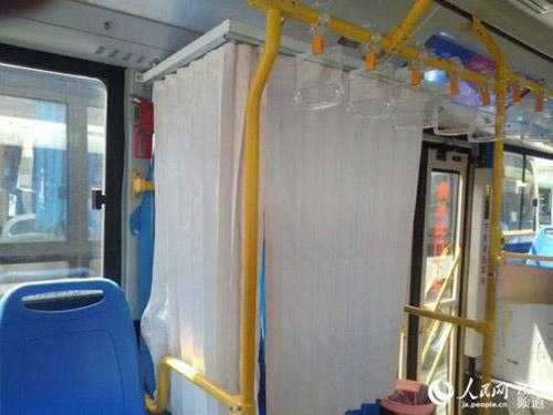 """Xe buýt có ghế dành riêng cho """"bà mẹ bỉm sữa"""" - 4"""