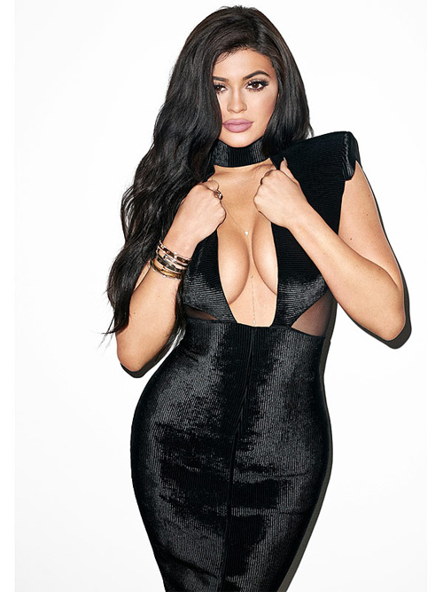 Hot girl Hollywood lộ chiêu dùng băng dính dán ngực - 5