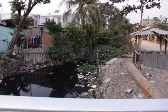 Nhà bỗng thành hầm giữa Sài Gòn - 13