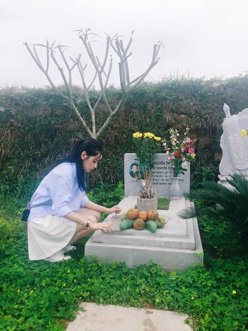 Facebook sao 8.4: Chi Pu thăm mộ Trần Lập và Thanh Tùng - 1