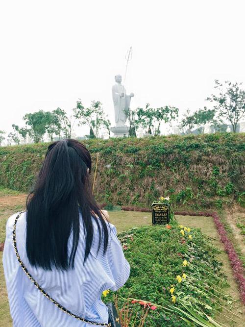 Facebook sao 8.4: Chi Pu thăm mộ Trần Lập và Thanh Tùng - 2