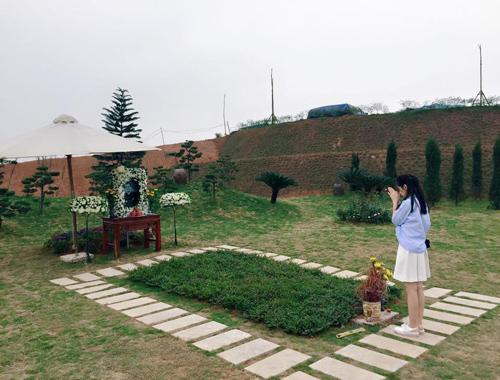 Facebook sao 8.4: Chi Pu thăm mộ Trần Lập và Thanh Tùng - 3