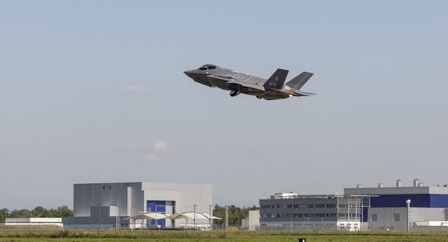 Máy bay đắt nhất của Mỹ cần thêm nửa tỉ USD xây chỗ đỗ - 1