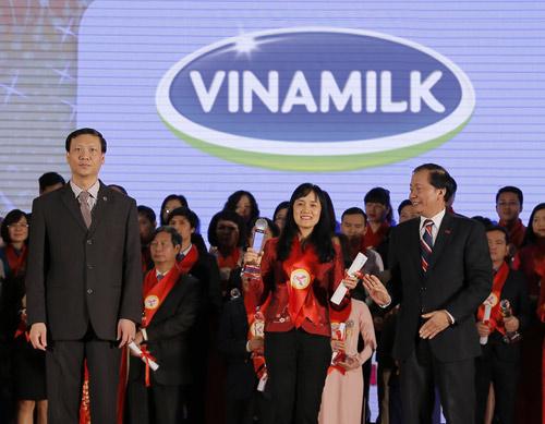 Vinamilk tiếp tục được bình chọn Thương hiệu mạnh của VN năm 2015 - 1