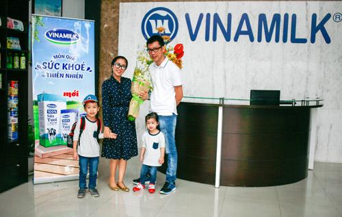 """""""Theo chân"""" gia đình Ốc Thanh Vân khám phá nhà máy sữa - 1"""