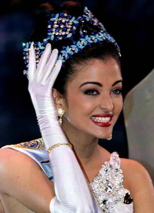 """Hoa hậu đẹp nhất mọi thời """"dính chàm"""" vụ hồ sơ Panama - 1"""