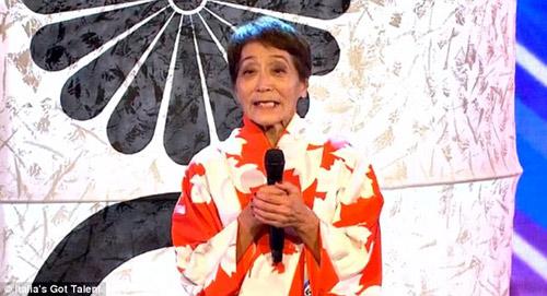 Cụ bà 70 tuổi múa cột khiến ban giám khảo kinh ngạc - 1