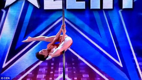Cụ bà 70 tuổi múa cột khiến ban giám khảo kinh ngạc - 2