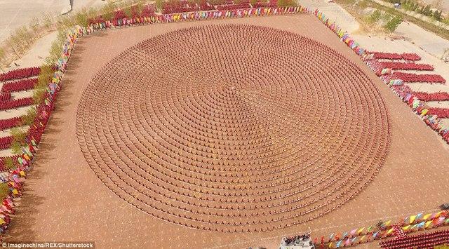 Màn trình diễn hoành tráng của 26.000 võ sinh kungfu TQ - 1
