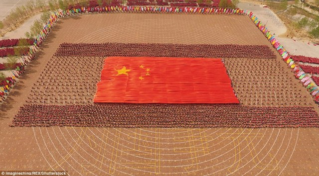 Màn trình diễn hoành tráng của 26.000 võ sinh kungfu TQ - 7