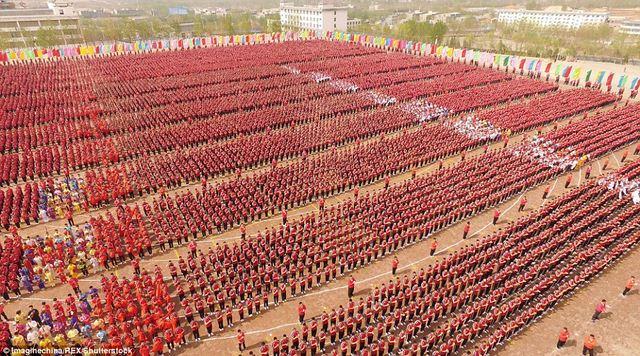 Màn trình diễn hoành tráng của 26.000 võ sinh kungfu TQ - 8
