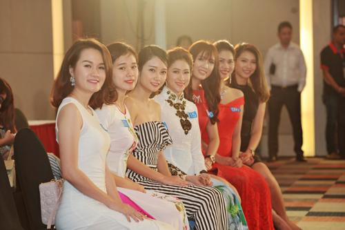 """Quỳnh Mai """"siêu vòng 3"""" tái xuất ở Hoa hậu Biển VN - 9"""