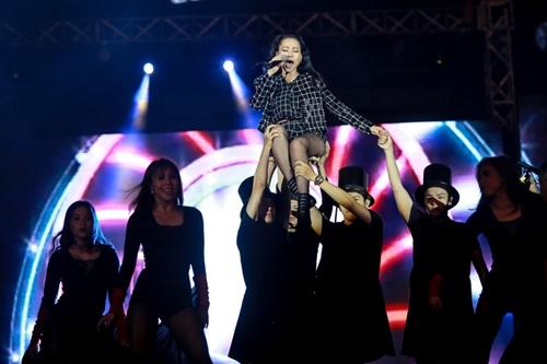 Thu Minh sung sức trên sân khấu dù lùm xùm kiện tụng - 3