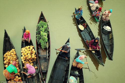 Khám phá chợ nổi trên sông ở Indonesia - 3