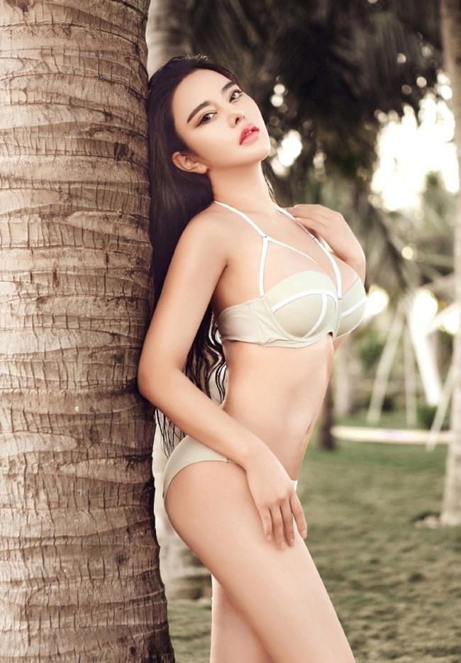 Tốt nghiệp Học viện Âm nhạc Thành Đô, Tứ Xuyên, Phùng Vũ Chi mang trong mình tố chất nghệ thuật chính thức bước vào con đường làm người mẫu chuyên nghiệp.