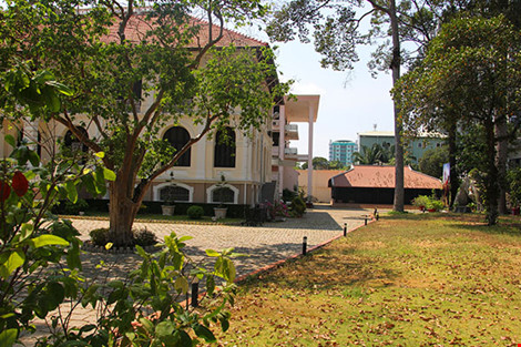 Cận cảnh ngôi nhà cổ hơn 200 tuổi giữa lòng Sài Gòn - 1