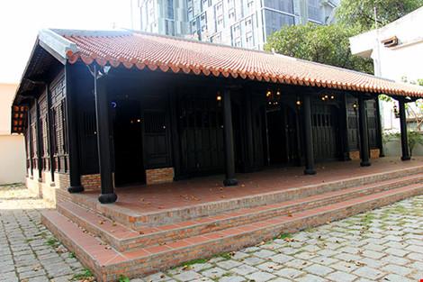 Cận cảnh ngôi nhà cổ hơn 200 tuổi giữa lòng Sài Gòn - 2