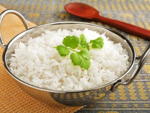 10 thói quen ăn uống sai lầm có thể gây nguy hiểm - 3