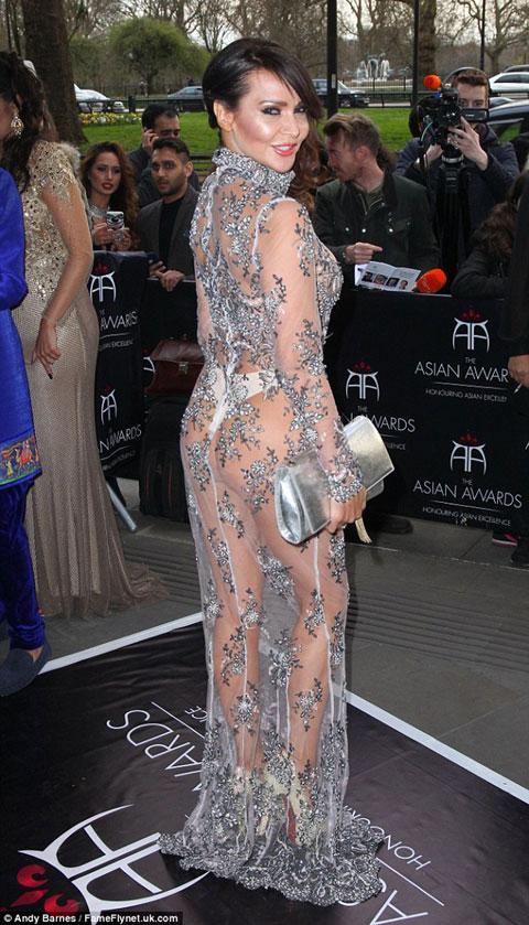 Người mẫu Anh mặc như không trên thảm đỏ sự kiện - 2