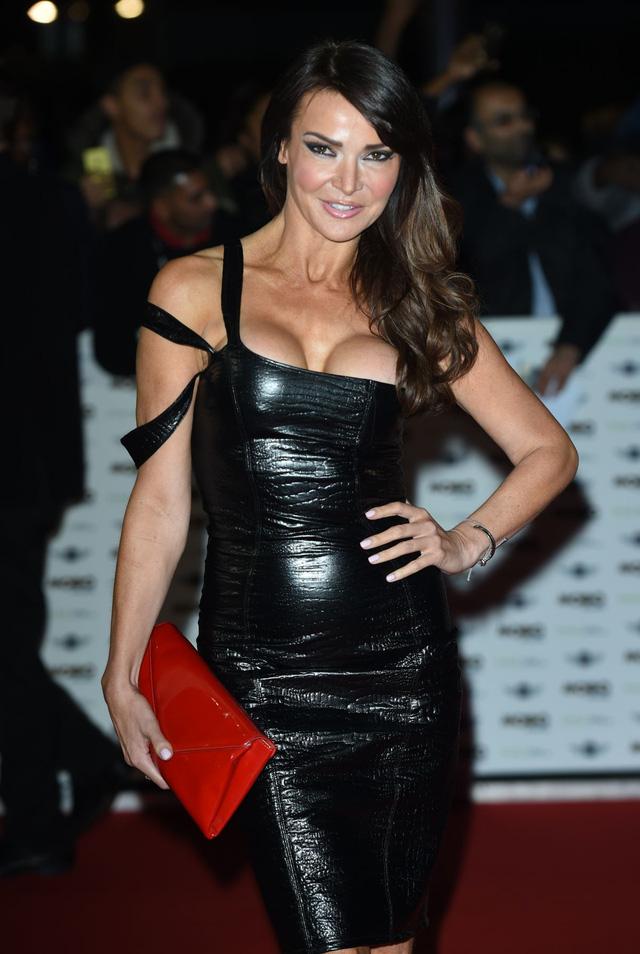 Người mẫu Anh mặc như không trên thảm đỏ sự kiện - 3